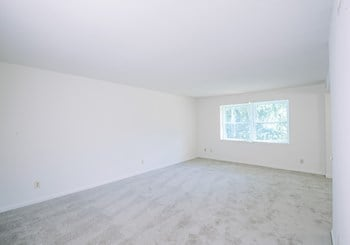 101 Kenilworth Park Drive, 2B 3 Beds Apartment for Rent Photo Gallery 1