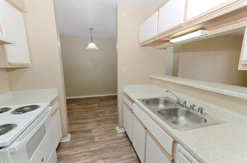 8903 Valley Ranch Pkwy E 3 Beds Apartment for Rent Photo Gallery 1