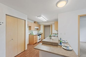120 6Th Avenue S 1-2 Beds Apartment for Rent Photo Gallery 1