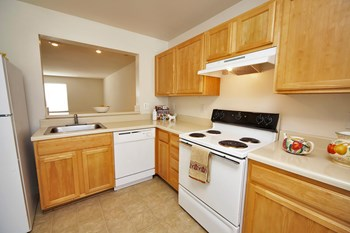 15149 Broadwater Way 3-4 Beds Apartment for Rent Photo Gallery 1