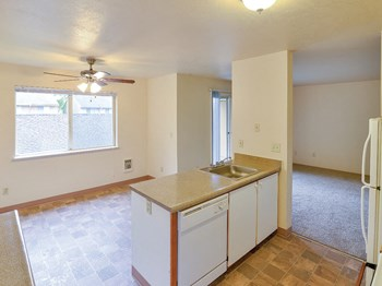 15910 NE Sandy Blvd 2-3 Beds Apartment for Rent Photo Gallery 1