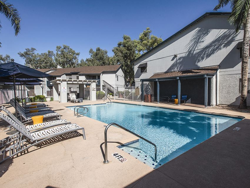 Pool and sun deck at Cala Paradise Valley Apartments in Phoenix