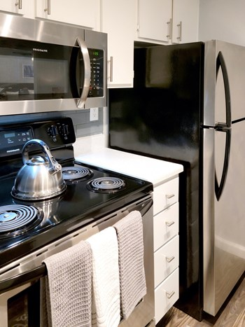 2323 Bay Area Blvd 1-2 Beds Apartment for Rent Photo Gallery 1