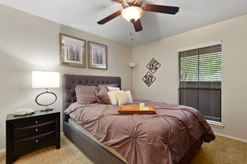 5700 S. Hulen Street 1 Bed Apartment for Rent Photo Gallery 1