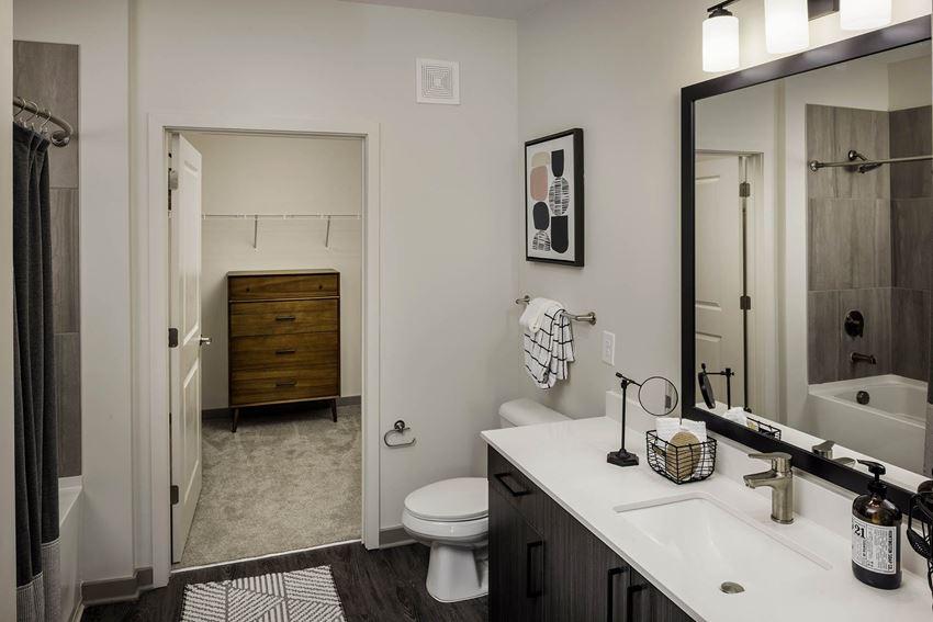 565Hank Bathroom