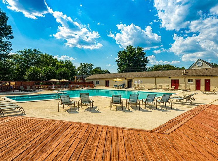 Sundeck at Crystal Lake Apartments in Richmond