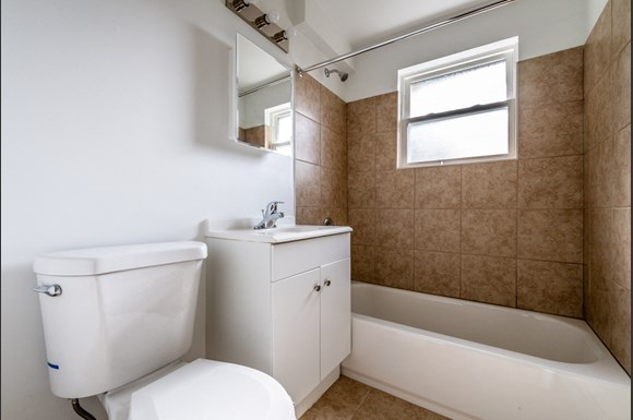 Bathroom 8935 S Dauphin Ave Apartments Chicago