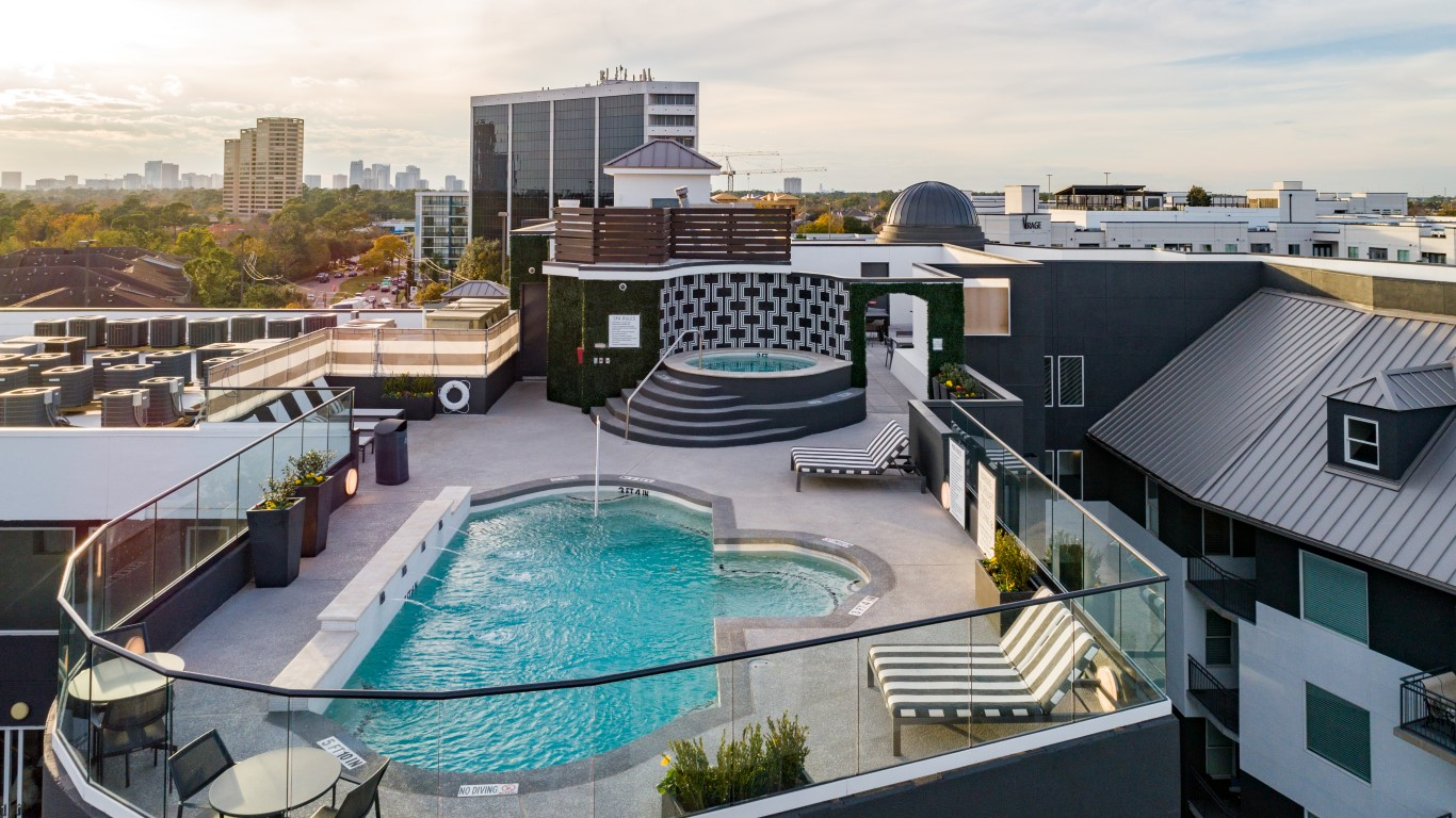 pool apartments in downtown houston