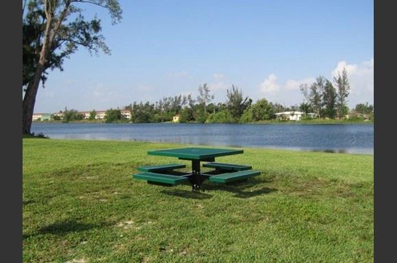 Sunshine Lakes Apartments Miami Fl