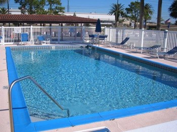 825 E Cypress Street 1-2 Beds Apartment for Rent Photo Gallery 1