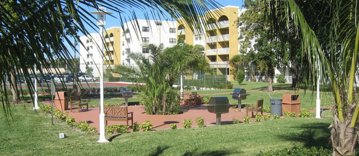 Country Club Towers | Apartments in Miami, FL