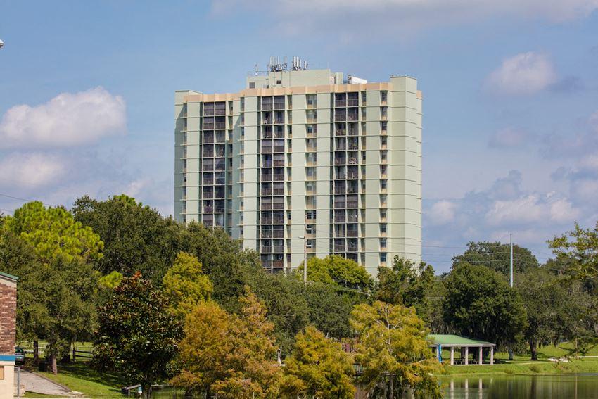 Episcopal Catholic Apartments in Winter Park, FL long shot of exterior