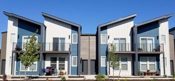 2750 SW Canal Boulevard 2-3 Beds Townhouse for Rent Photo Gallery 1