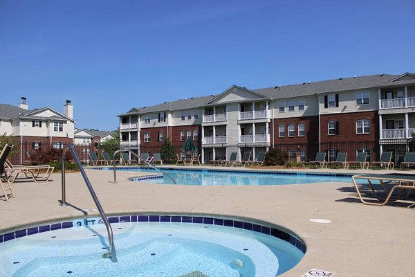 Swimming Pool - Fieldstone at Glenwood Crossing Apartments in Cincinnati, OH