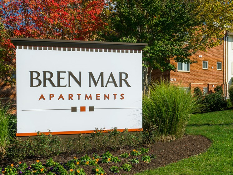 exterior sign for bren mar apartments