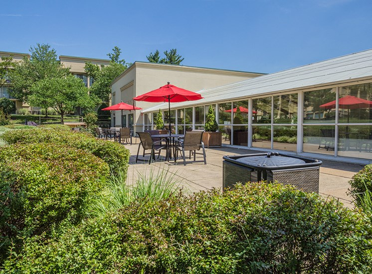outdoor eating area with modern setting for apartment