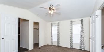15814 E Colfax Ave 3 Beds Apartment for Rent Photo Gallery 1