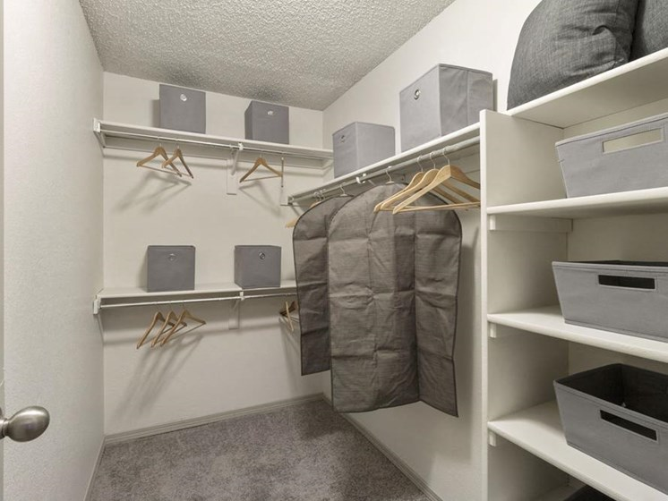 walk in closet space for apartment in englewood co