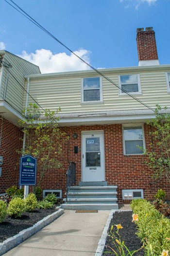 111 Wayne Rd 1-2 Beds Townhouse for Rent Photo Gallery 1