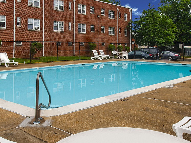 Oak Ridge Apartments Pool