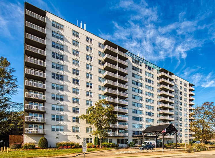 Exterior_The_Lafayette_Apartments in Norfolk