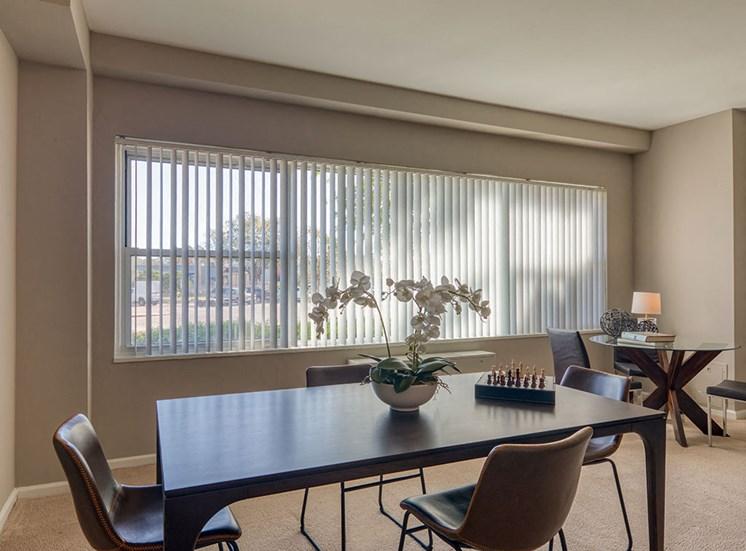 Model_Dining_Area_The_Lafayette Apartments Norfolk Va