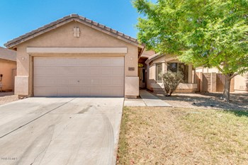 8736 East Obispo Avenue 3 Beds House for Rent Photo Gallery 1