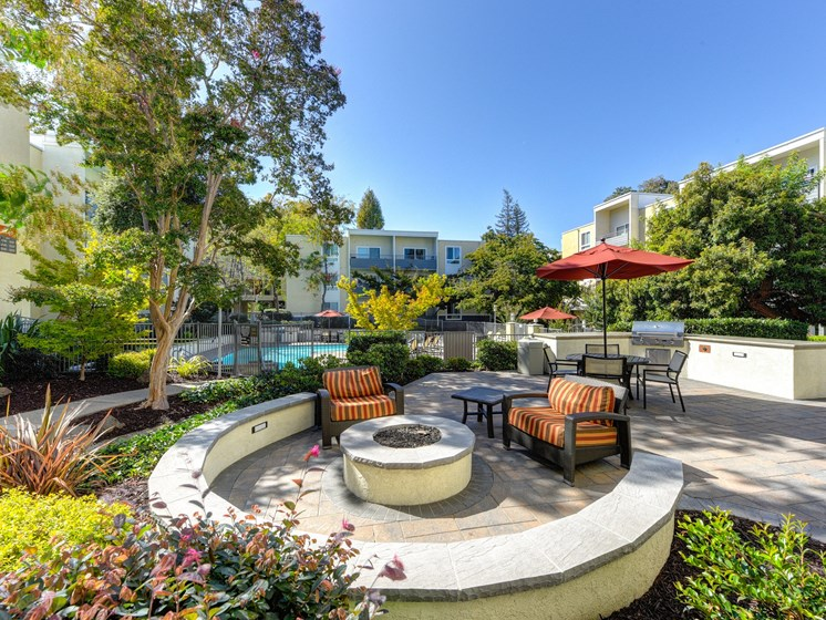 Luxury Apartment Community BBQ and Picnic Area