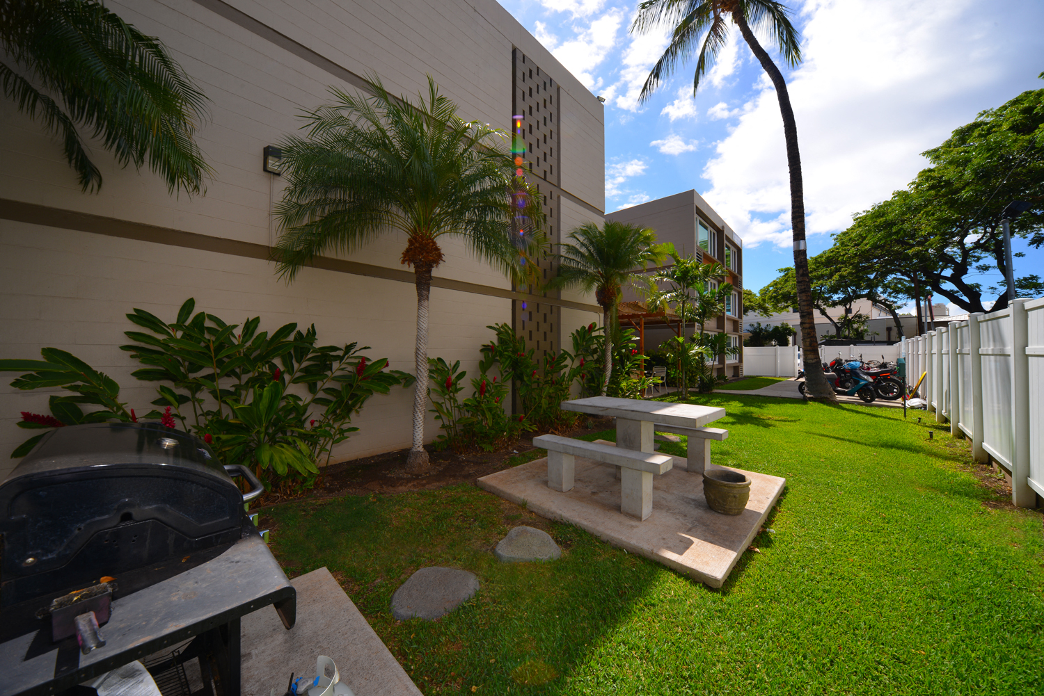Lahaina Town Apartments outdoor barbecue area with seating