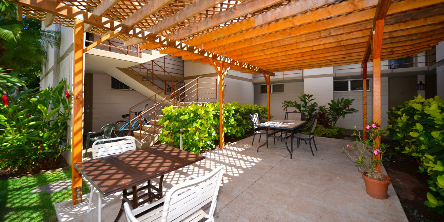 Lahaina Town Apartments outdoor common area with seating