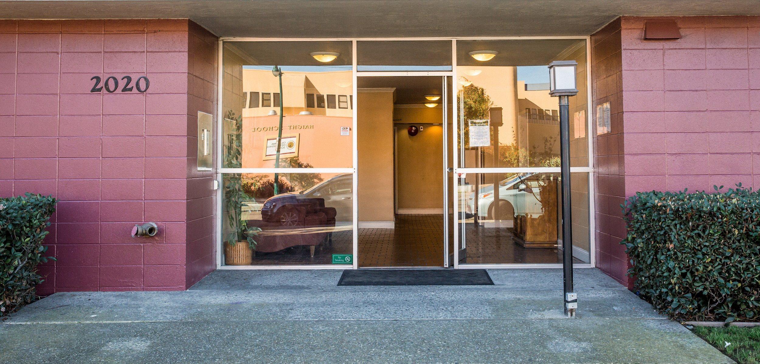 Three Crown Apartments Apartments In Alameda Ca