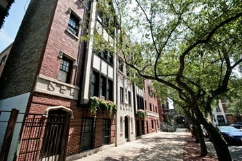1807-09 N. Lincoln Park West Studio Apartment for Rent Photo Gallery 1