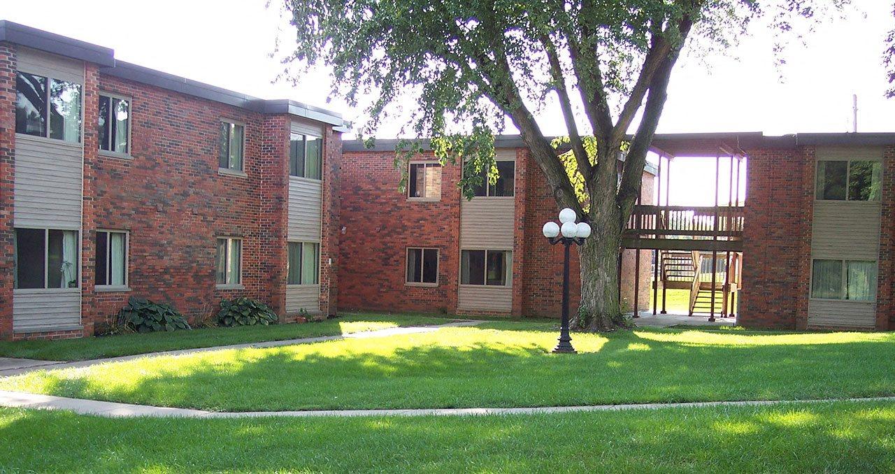 Emerald Court   Iowa City Apartments
