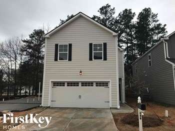 28 B East Newnan Road 4 Beds House for Rent Photo Gallery 1