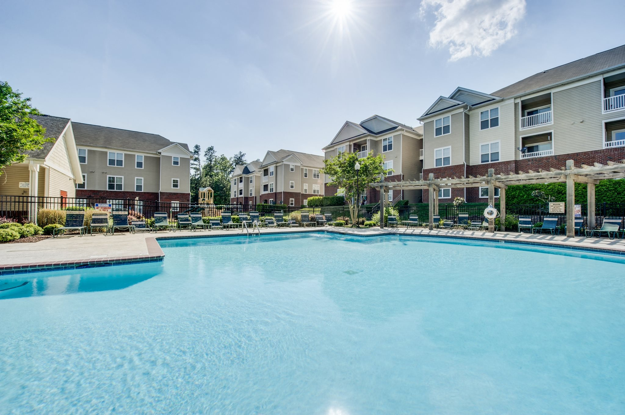 Swimming pool at Magnolia Pointe