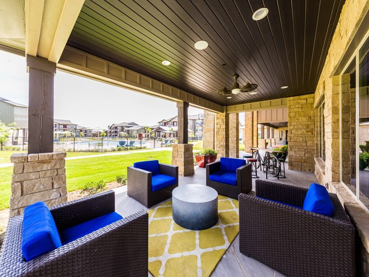 Rooftop And Lush Graden at Legacy Creekside, San Antonio