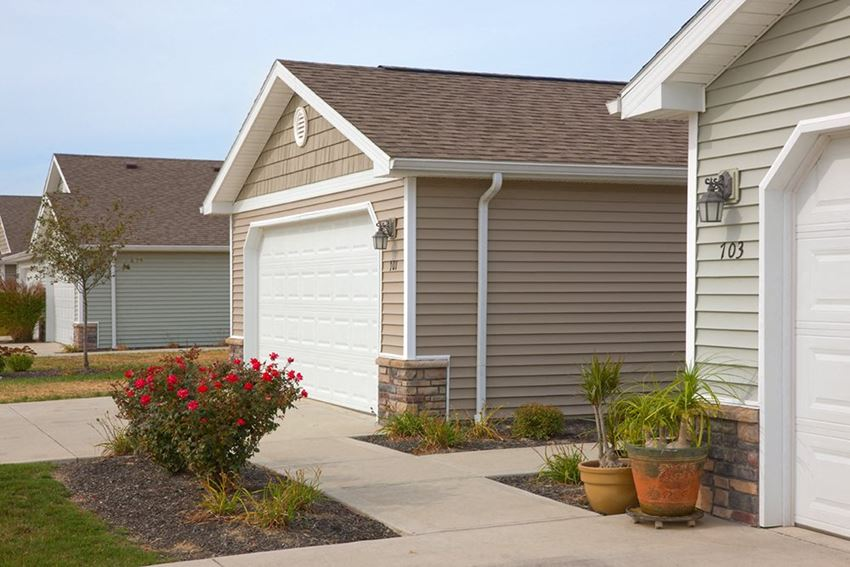 Lake Orion MI Apartment Rentals Redwood Waterstone At Village Square Exterior Front