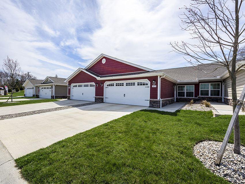 Sugarcreek Township OH Apartment Rentals Redwood White Oaks Landing Two Car Garage
