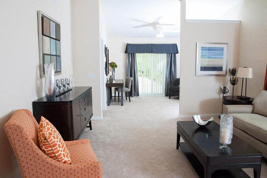 Noblesville IN Apartment Rentals Redwood The Hamptons Living Room