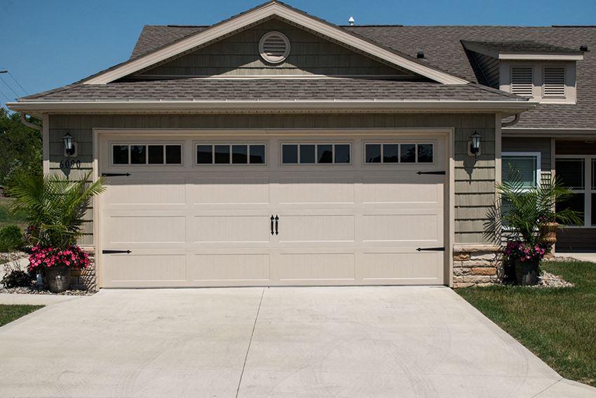 Avon OH Apartment Rentals Redwood Carmel At Stonebridge Two Car Garage