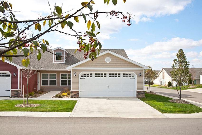 Avon Lake OH Apartment Rentals Redwood Hampshire Highlands Two Car Garage