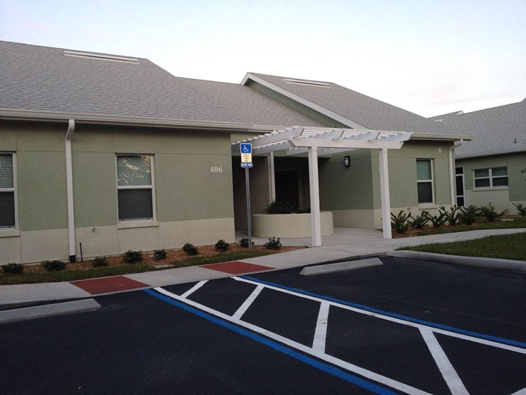 St. Anthony Garden Court apartments in St. Cloud, FL ample parking