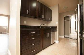181 Hillendale Avenue 2 Beds Apartment for Rent Photo Gallery 1