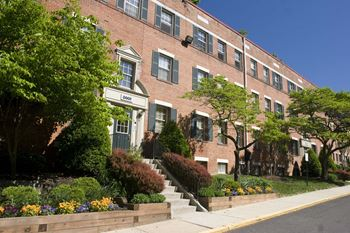 8000 Eastern Drive 1-2 Beds Apartment for Rent Photo Gallery 1