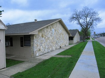 Lone Oak Apartments Studio-2 Beds Apartment for Rent Photo Gallery 1