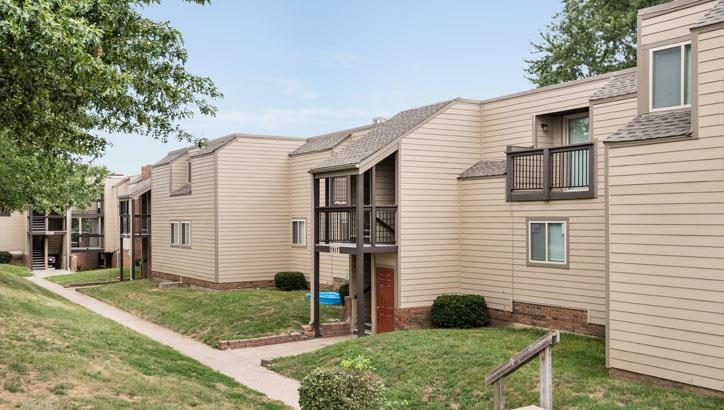 Apartments with breezeway at Grant 79 Apartments in Overland Park, KS