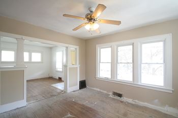 743 Plum St 4 Beds Apartment for Rent Photo Gallery 1