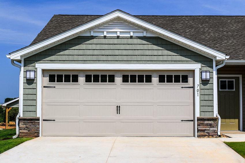Lake Wylie SC Apartment Rentals Redwood Lakepointe Ridge Two Car Garage