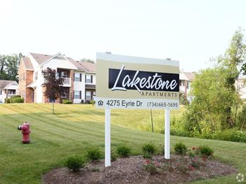 4275 Eyrie Dr 1-3 Beds Apartment for Rent Photo Gallery 1