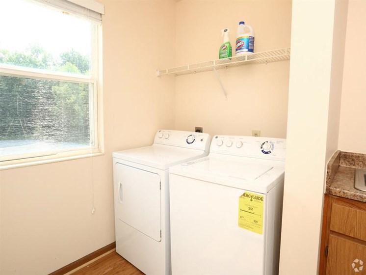 washer and dryer_Lakestone Apartments, Ann Arbor, MI